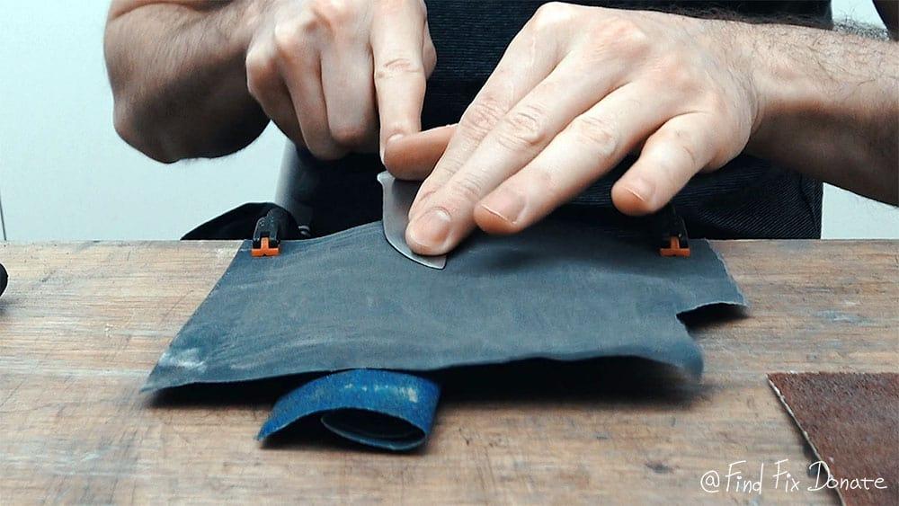 Knife's blade sanding