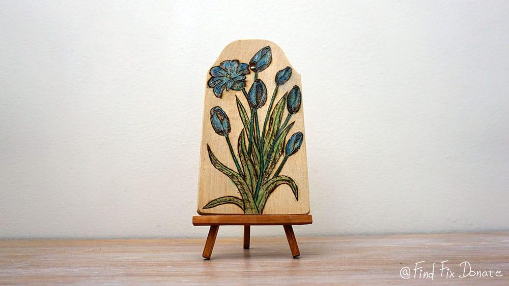 Finished wood burning flower motive as a beginner.