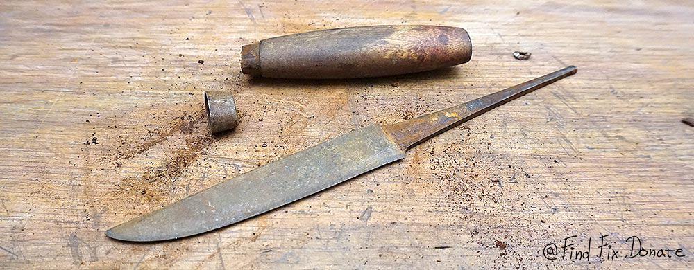 Disassembled knife.