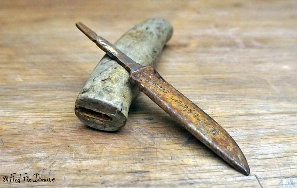 Knife after disassembling.