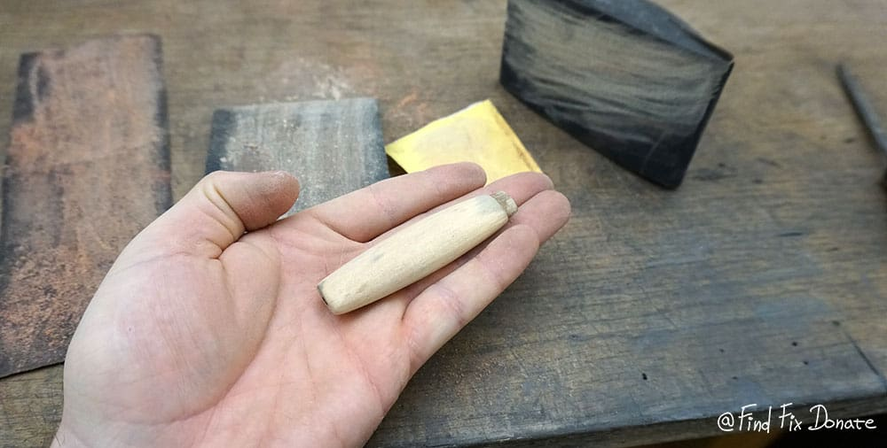 The knife's handle is sanded. I started first with 120 grit sandpaper, then 180 grit and finished with 240 grit sand paper.
