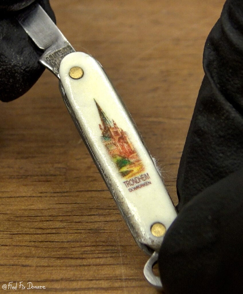 Simple transfer on the knife's cover.