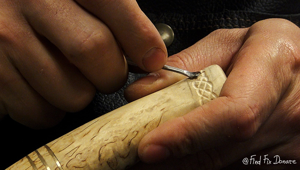 Carving the rope design towards the end of the handle - knife making.